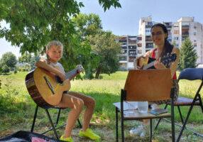 Valentina uči novu učenicu
