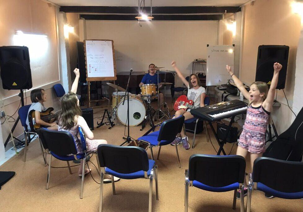 Škola gitare na Kezele turizmu